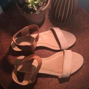 Gorgeous CHINESE LAUNDRY sandals - Size 7